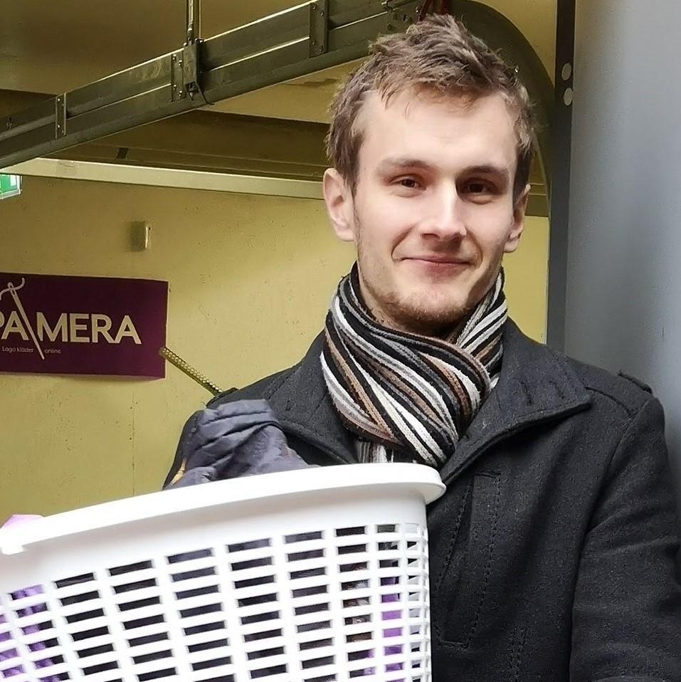 Han har öppnat Sveriges första klädreparationsfabrik